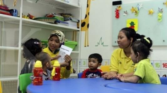 Pilih day care atau baby sitter?